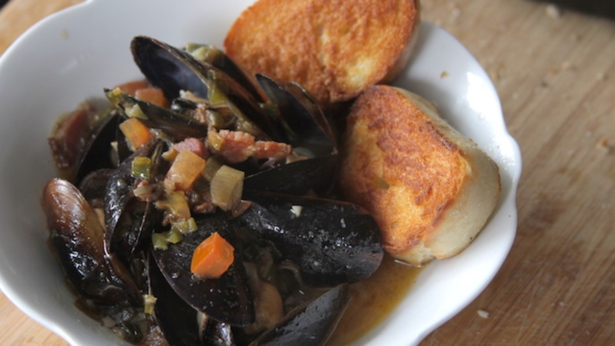 Cajun Beer Steamed Mussels Recipe