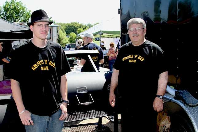 Smoke 'n' Rub team with their customYoder Smokers Kingman